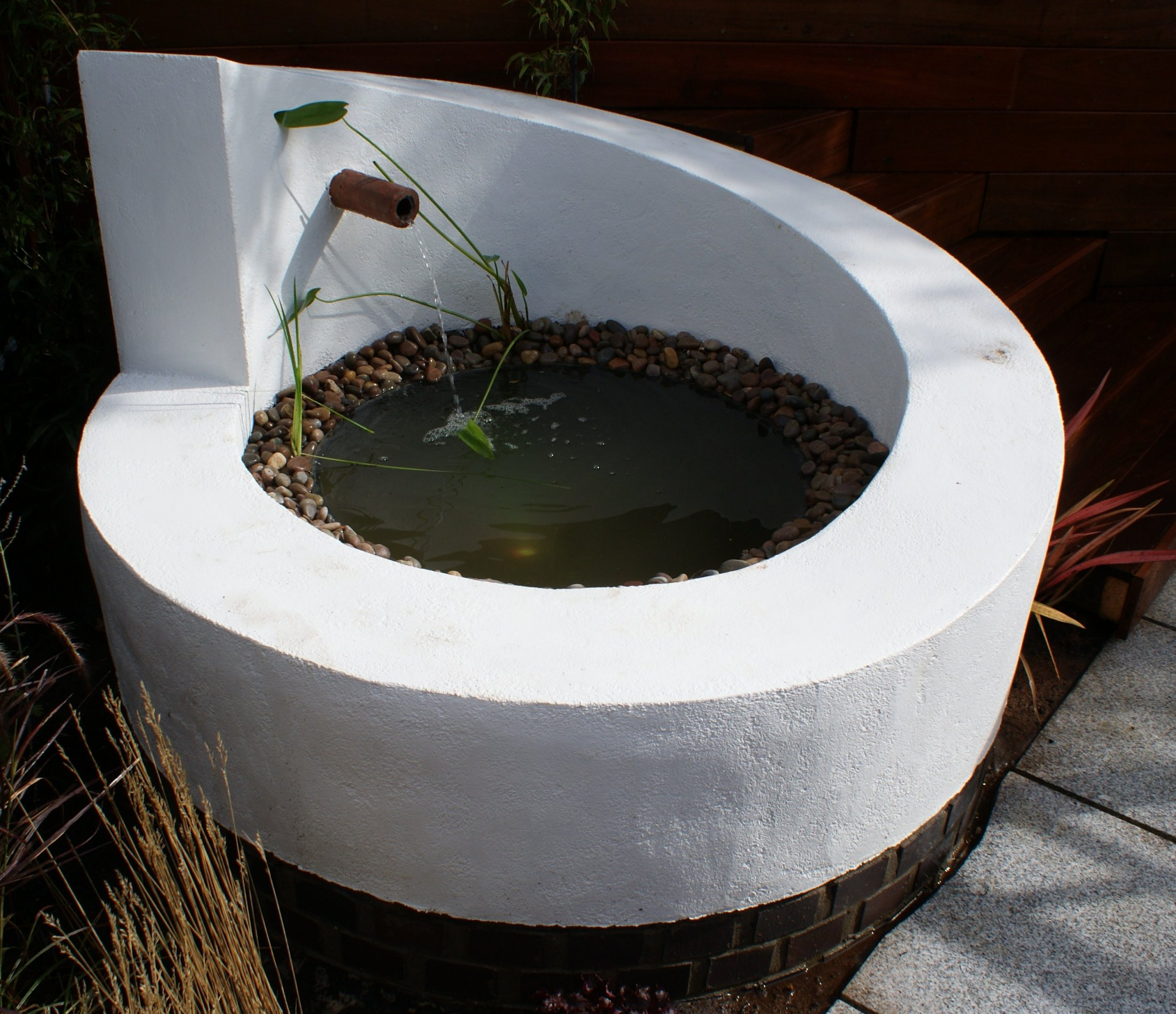 Modernist water feature design in Cambridge
