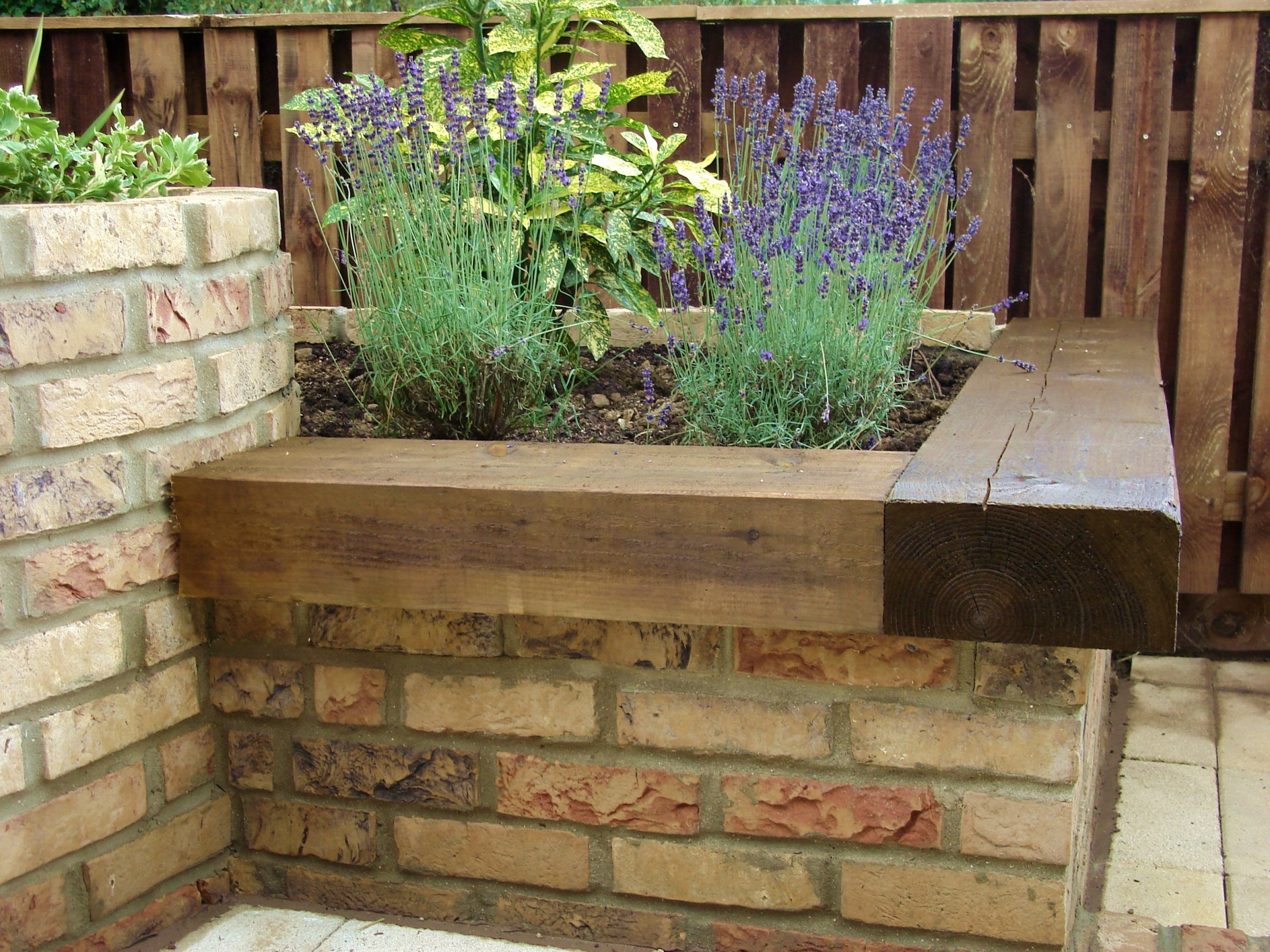 Retaining wall with seat