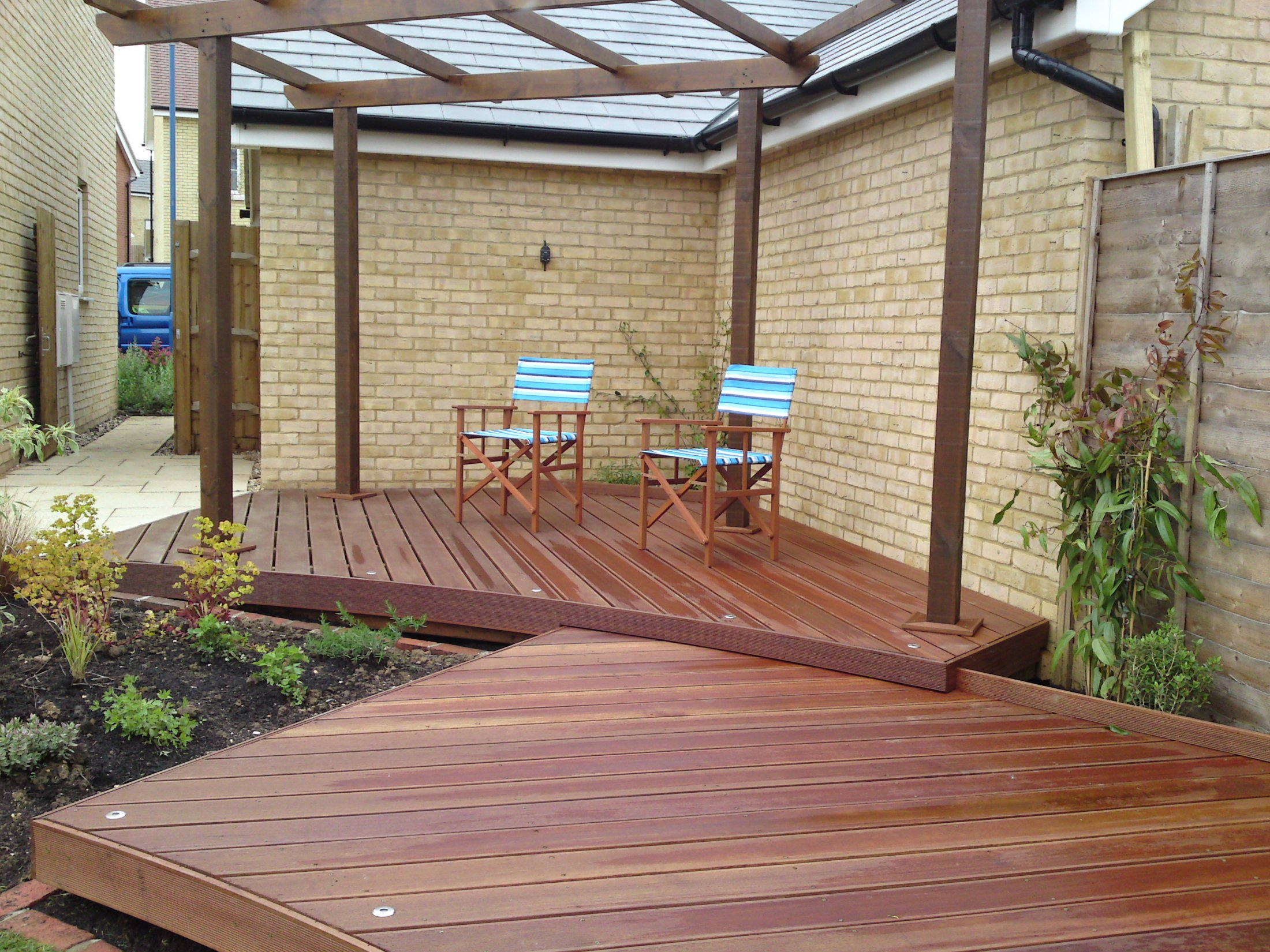 Curved decking design