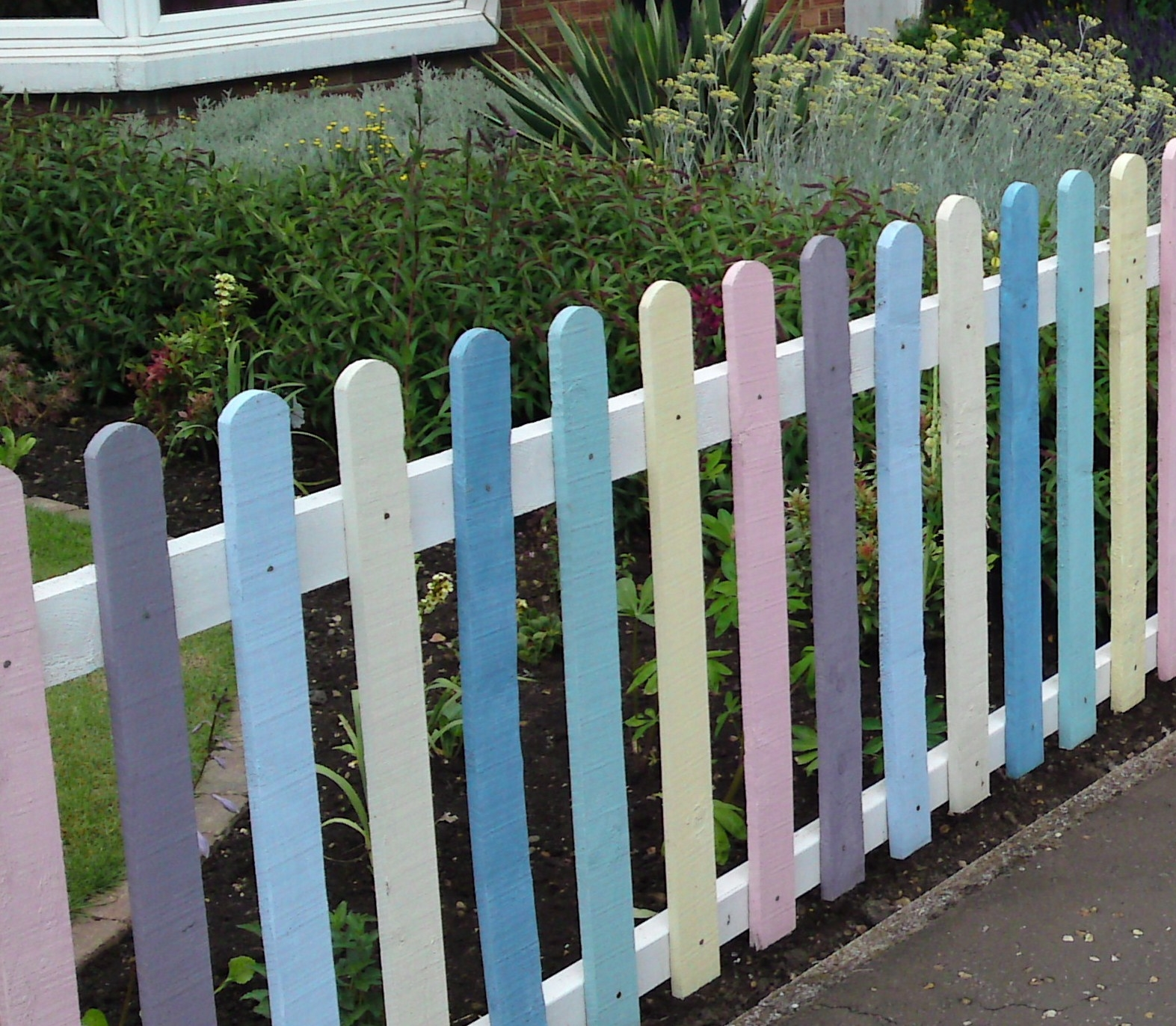 coloured picket fence, Macrh Chatteris, Doddington, Wimblington